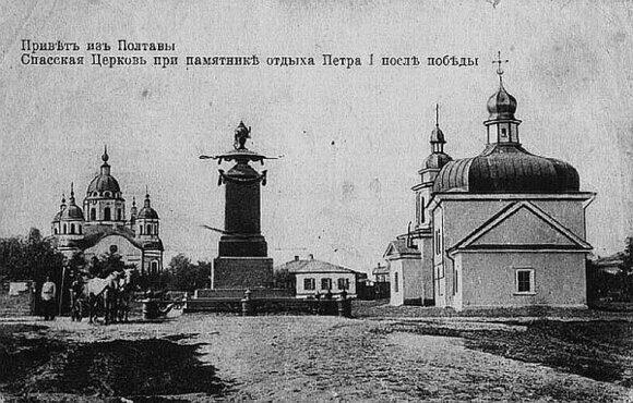 Спасская церковь с футляром и памятник на месте отдыха Петра I